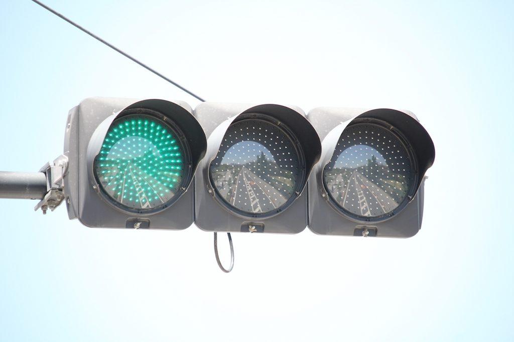 青信号はなぜ青なの?緑じゃないの?